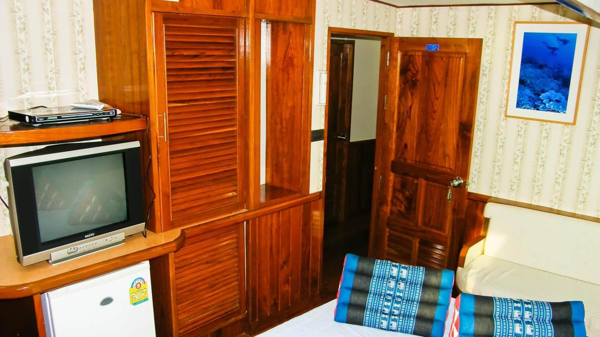 Decks & cabins on the Scuba Explorer